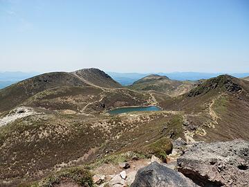 中岳から御池・久住山を望む